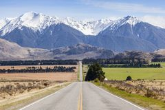 Long Straight Road and Mountains in Arthur`s Pass, New Zealand Royalty Free Stock Photos