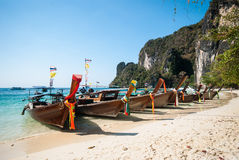 Long tailboats by the shore at  Hong Island, Andaman Sea, Krabi Royalty Free Stock Photos
