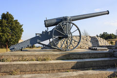 Long Tom Cannon. Replica of 155 mm Creusot Long Tom cannon used in the second boer war and now standing at the top of Long Tom Pass -  Mpumalanga, between Royalty Free Stock Images