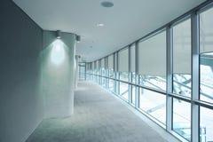Long vestibule gris dans un stade Aviva Photographie stock