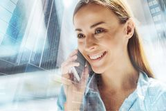 Optimistic young woman talking over the mobile phone Royalty Free Stock Photos