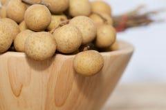 Longan тропического плодоовощ в деревянном шаре стоковые фотографии rf