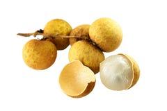Longan, LamYai - Thais fruit dat op wit wordt geïsoleerdn Stock Afbeelding