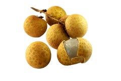 Longan, LamYai - Thais fruit dat op wit wordt geïsoleerdo Stock Foto's