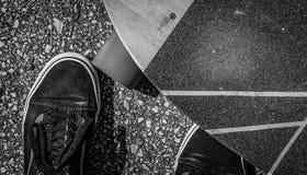 Longboard en schoenen Royalty-vrije Stock Foto's
