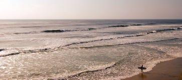 Longboard que practica surf California Fotografía de archivo libre de regalías