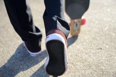 Longboard teenager Fotografie Stock Libere da Diritti