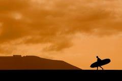 Longboarder am Sonnenuntergang Lizenzfreie Stockfotos