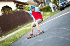 Longboarder teenager Fotografia Stock Libera da Diritti