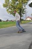 Longboarding Mann Stockfotos