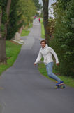 Longboarding Mann Lizenzfreie Stockbilder