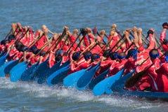 Longboat, der in Pattaya, Thailand läuft Lizenzfreies Stockfoto