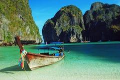Longboat at maya bay, thailand Royalty Free Stock Photography