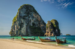 Longboats Таиланда на пляже Стоковое Фото