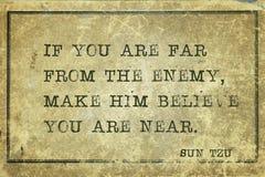 Longe do inimigo Sun Tzu ilustração stock