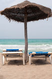 2 longes фаэтона на пляже Стоковые Фото