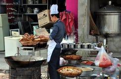 LongFeng, Κίνα: Μαγείρεμα αρχιμαγείρων στο εστιατόριο Στοκ Εικόνες