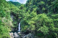 Longfeng vattenfall på Sunny Day, skott i Xiao Wulai Scenic Area, Fuxing område, Taoyuan, Taiwan Royaltyfri Bild