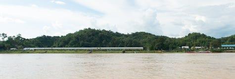 Longhouse do tribo de Iban em Sarawak Imagem de Stock