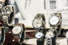 Longineshorloges in de Vertoning van het Winkelvenster Royalty-vrije Stock Foto's