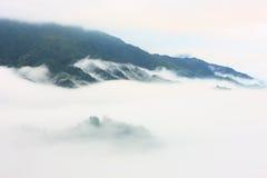 Longji terrass med dimma, Guilin Arkivbild