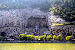 Longmen cava, Dragon Gate Grottoes, na cidade de Luoyang foto de stock royalty free