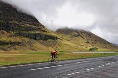 Longo caminho entre montanhas, Escócia Foto de Stock Royalty Free