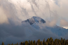 Longs пиковое предусматриванное в облаках Стоковое Изображение RF