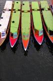 Longs bateaux colorés verticaux Photo stock