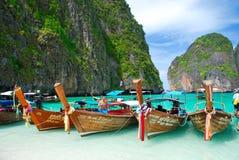 Longs bateaux traditionnels en Thaïlande - paradis tropical Images libres de droits