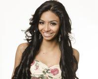 Longs cheveux de belle jeune femme exotique photographie stock libre de droits