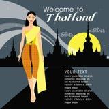 Longs cheveux de belles femmes avec la conception thaïlandaise de robe Photographie stock libre de droits