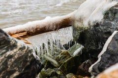Longs glaçons congelés images stock