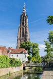 Longs John Tower et canal à Amersfoort, Pays-Bas Photos stock