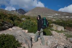 Longs maximala Rocky Mountains National Park, fotvandrare fotografering för bildbyråer