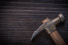 Longstanding jordluckrarehammare på tappningträbrädekonstruktion Co royaltyfri foto