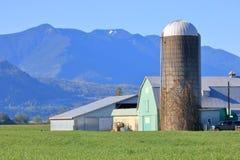 Longstanding traditionella silo- och lantgårdbyggnader arkivfoto