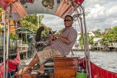 Longtail小船上尉在曼谷,泰国 库存图片