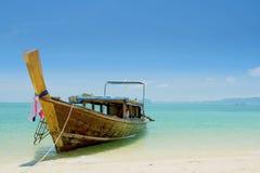 Longtail小船和蓝天 库存照片