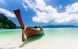 Longtail boat on the beach Royalty Free Stock Photos