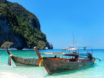 Longtail boats anchored at Ao Yongkasem beach on Phi Phi Don Isl Stock Photos
