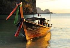 Longtail Boot in der Abendbrise Lizenzfreies Stockbild