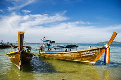 Longtail Boote in AO nang Lizenzfreie Stockfotos