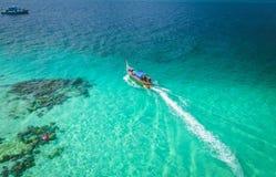 Longtail-Boote Thailand von oben stockfotos