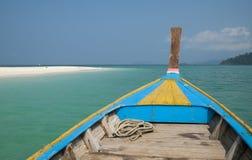 Longtail de madera tradicional del barco Foto de archivo