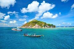 Longtail fartyg i den härliga ön Royaltyfria Foton