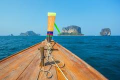 Longtail fartyg i det Andaman havet, Thailand Royaltyfria Bilder