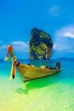 Longtail fartyg i Krabi, Thailand Royaltyfria Bilder