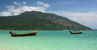 Longtail fartyg Ko Lipe Satun landskap thailand Royaltyfria Foton