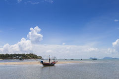 Longtail fartyg och härlig strand koh tao thailand Royaltyfria Bilder